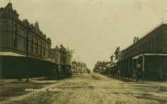 Photo  of Tulare Avenue, Tulare CA.  Circa 1908.      I believe that his was taken looking east on Tulare Ave,  from J Street.