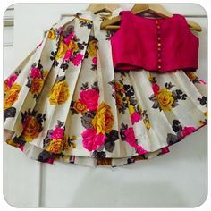 Stunning kids skirt and top with floral print. For price and orders please call or WhatsApp .hi send me your what's up number(Custom Order) Beautiful Kids dress from house of honeybee_handlooms ! Kids Indian Wear, Kids Ethnic Wear, Kids Dress Wear, Kids Gown, Kids Frocks Design, Baby Frocks Designs, Frocks For Girls, Little Girl Dresses, Kids Blouse Designs