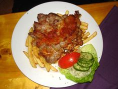 Recipe of Gypsy Steak, some tips and tricks about the preparation from authentich Hungarians Hungarian Recipes, Hungarian Food, Steak, Spaghetti, Paleo, Beef, Chicken, Ethnic Recipes, Cukor