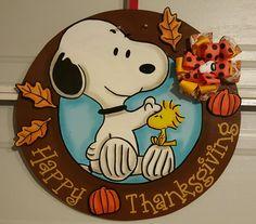 Snoopy Thanksgiving door hanger Wooden Door Signs, Wooden Doors, Snoopy Classroom, Door Hanger Template, Halloween Door Hangers, Door Hangings, Snoopy And Woodstock, Wood Creations, Peanuts Snoopy