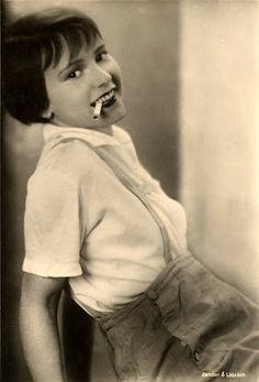Film Noir Photos: The Art of the Dangle: Louise Brooks Louise Brooks, Divas, Kansas, Jazz, Fritz Lang, Silent Film Stars, Barbara Stanwyck, Myrna Loy, Old Hollywood Glamour
