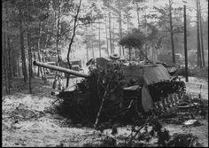 Jagdpanzer IV / 70 tank ( V ) ( SdKfz 162/1 ) - stricken on the outskirt`s of Berlin 1945