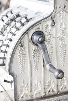 ❖Blanc❖ White vintage crank cash register