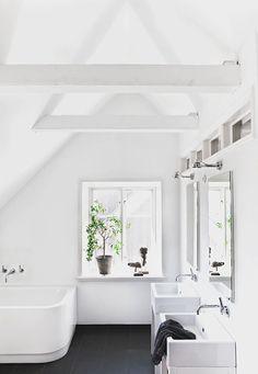 Sfeervol huis waar de Scandinavische stijl van de beelden spat Roomed | roomed.nl
