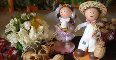 Cecília Leite Do UOL, em São Paulo 08/06/2013 Casamento caipira é tradição nas festas juninas. A brincadeira, no entanto, pode se tornar real para os casais apaixonados pelos costumes do interior. …