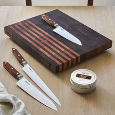 Japanese Knives - Santoku, Gyuto and Paring. TOG Japanese Kitchen Knives are the sharpest and best Japanese Chefs Knives. Wood Chopping Board, Wood Cutting Boards, Wooden Boards, Small Wood Projects, Cool Woodworking Projects, Wooden Pattern, Bois Diy, End Grain Cutting Board, Hare
