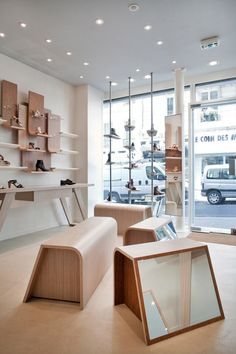 A little shop of shoes, a original staging for a creative arrangement of feet by Chabaud Architectes - Retailand Retail Design