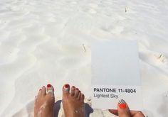 "PANTONE (@pantone) no Instagram: ""Sand so white it's Pantone 11-4804. :@camillewalala"""