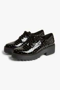 <p>We like giving u a lift any way we can. Like with these flatform oxford shoes -- dude in shape, babe in sole.<br /><br />The height of the sole is 5 cm i