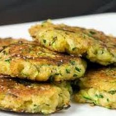 Zucchini mats with thermomix. Here is a recipe for zucchini mats, simple and easy to make with the thermomix at home. Vegetable Recipes, Vegetarian Recipes, Cooking Recipes, Healthy Recipes, Healthy Cake, Vegan Recipes Thermomix, Vegetarian Dish, Going Vegetarian, Great Recipes