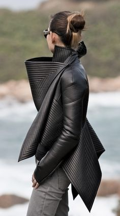 Gareth Pugh leather jacket in black Look Fashion, High Fashion, Winter Fashion, Womens Fashion, Fashion Design, Fashion Trends, Fashion Models, Man Fashion, Blazer Fashion