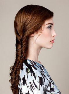 Full fishtail braid tutorial on Bb.Lookbook #fishtail #braid #sidebraid #brunette #longhair #DIYstyles