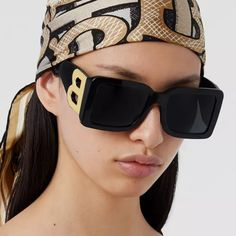 Sunglasses Price, Girl With Sunglasses, Sunglasses Women, Burberry Glasses, Classy Aesthetic, Pretty Outfits, Oakley, Sunnies, Eyeglasses