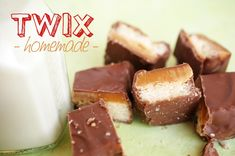 Batoane Twix Homemade - Retete culinare by Teo's Kitchen Sweet Treats, Candy, Homemade, Chocolate, Desserts, Recipes, Food, Tailgate Desserts, Sweets
