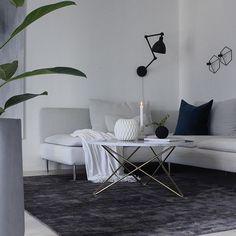 New dark rug for my tv-room  From @kilandsnorge  . . . #ad #livingroom #livingroomdetails #tipstilhjemmet #hannenovhome #homestyling #onlyinterior #vakrehjem #boligplusshøst #norgesmestinspirerende17 #nordichome #dagensinterior #skandinavianhome #skandinaviskæstetik #roomspiration #eleganceroom #interior_delux #interior4inspo #interior_and_living #mitthjem #kajastef #whiteinterior #inspire_me_home_decor #kilandsmattor #kilandsnorge