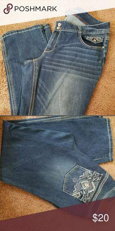 Ariya Women's Jeans Average length, worn few times. Ariya Jeans Boot Cut