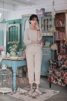 Teen Fashion Outfits, Korean Style, Fitness Goals, Minimalist Fashion, Pretty Outfits, Korean Fashion, Jumpsuit, Kpop, Colour