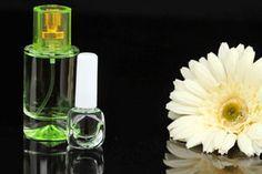 Recetas para hacer tus propios perfumes en casa. Guia para hacer perfumes caseros. Cómo crear fragancias caseras fácilmente