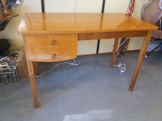 Ihastuttava 50-luvun kirjoituspöytä. Tukeva ja ehjä, tasossa jonkin verran jälkeä. Siistit laatikot, jotka liikkuvat hyvin. Leveys 110 cm, syvyys 60 cm , korkeus 75 cm. MYYTY. Office Desk, Corner Desk, Furniture, Vintage, Design, Home Decor, Corner Table, Desk Office, Decoration Home