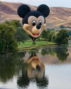 Mickey Mouse Hot Air Balloon would love to ride this over Disney World Flying Balloon, Love Balloon, Air Balloon Rides, Hot Air Balloon, Kite Flying, Happy Balloons, Big Balloons, Mickey Mouse Balloons, Disney Balloons
