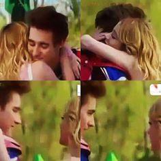 V: Te amo. L: Te amo. Foi a última coisa que disseram antes do acidente :'( #Leonetta #Violetta3 ❤