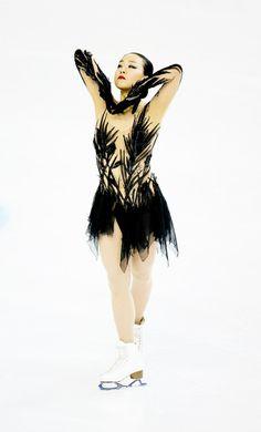 Mao Asada Photos Photos - Mao Asada of Japan competes in the ladies short program at 2016 Progressive Skate America on October 2016 in Chicago, Illinois. Japanese Figure Skater, Figure Skating Costumes, Girls Football Boots, Black Figure, Skate Wear, Skateboard Girl, Fashion Figures, Figure Skating Dresses, Beautiful Figure