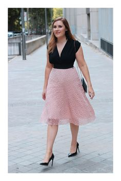 ¿Quieres ser una influencer? 😍👏💋 Descubre cómo en TiZKKA 📲#TiZKKAmoda  #rosa  #pink #look #fashion #tendencia #influencer Stilettos, Lace Skirt, Denim, Skirts, Pink, Fashion, Vestidos, Fashion Heels, High Heels