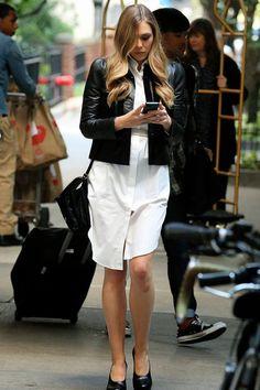 Elizabeth Olsen Street Style Fashion - My Real Style Edgy Chic, Casual Chic, Elizabeth Olsen Sisters, Real Style, My Style, Elizebeth Olsen, Chemise Dress, Elisabeth, Grunge Fashion