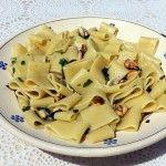 Calamarata alle cozze aglio olio e peperoncino Poco tempo da dedicare ai fornelli ma non si vuole rinunciare al gusto!? Ecco la soluzione! #CALAMARATA alle #cozze la #ricetta sul mio #bloggz : http://blog.giallozafferano.it/ipasticcidicaty/calamarata-alle-cozze-aglio-olio-peperoncino/