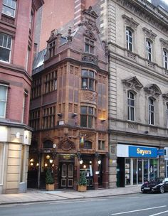 Pubs of Manchester: Mr Thomas's Chop House, Cross Street Manchester Love, Manchester England, Scale Model Architecture, Architecture Old, Great Places, Beautiful Places, England Countryside, Building Front, Victorian Buildings