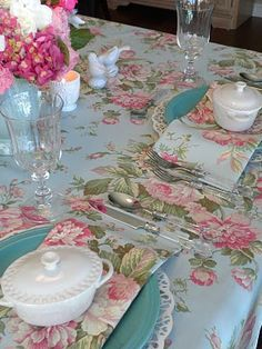 I love this fabric. Would be so fantastic with my Haviland China!