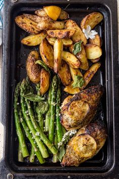 One Pan Chicken & Asparagus - - One Pan Lemon Roast Chicken and Asparagus with roasted lemon pepper potatoes. This is the one pan wonder dinner, of your busy Friday night dreams. Lemon Roasted Chicken, Baked Chicken, Butter Chicken, Chicken Lemon Asparagus, Chicken And Chips, Fresh Asparagus, Chicken Pasta, Clean Eating, Healthy Eating