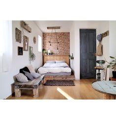 banbiさんの、Bedroom,DIY,手作り,フェイクグリーン,パレット,いなざうるす屋さん,壁面ディスプレイ,ドアリメイク,しゃれとんしゃあ会,みんなとたわむれ隊٩(♥ε♥ )۶,グリーンのある暮らし,現状回復OK,パレットベッド,ベンチDIY,ウォールシェルフDIYについての部屋写真