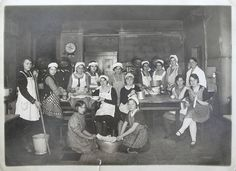 Klassenfoto einer Mädchenklasse für Hauswirtschaft , 1932