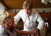 Doktorun sözleri sizi daha hasta edebilir mi?  doktor_hasta_01 Doktorun hastaya söylediği her sözün iyileştirici ve ağırlaştırıcı etkisinin olduğunu biliyor muydunuz?