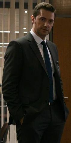 Richard Armitage as Daniel Miller in Berlin Station (2016)Season 1  Episode 4