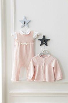 Ensemble combinaison sans manches, body col claudine et cardigan bébé rose pâle