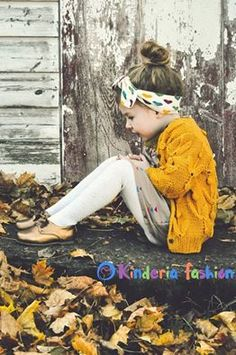 Galbenul este o culoare care nu trebuie sa lipseasca din garderoba celor mici, in special toamna! heart emoticon #kinderiafashion #toamna #galben #maro #hainute #copii