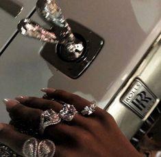 𝐛𝐥𝐚𝐜𝐤 𝐟𝐞𝐦𝐢𝐧𝐢𝐧𝐢𝐭𝐲 — black women in luxury — moodboard Boujee Aesthetic, Black Girl Aesthetic, Aesthetic Pictures, Aesthetic Grunge, Aesthetic Vintage, Badass Aesthetic, Aesthetic Outfit, Brown Aesthetic, Aesthetic Bedroom