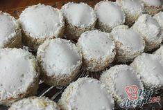 Kokosoví eskymáci - polárne vánoční cukroví | NejRecept.cz Graham Crackers, Coco, Nutella, Cupcake Cakes, Stuffed Mushrooms, Muffin, Food Porn, Food And Drink, Cooking Recipes