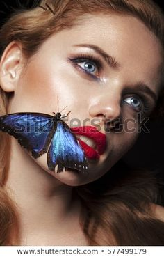 Perfect make up. Butterfly Face, Butterfly Kisses, Butterflies, Curly Hair Styles, Make Beauty, Woman Face, Line Art, Eyelashes, Art Drawings