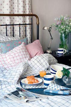 Best breakfast in bed coffee Ideas Good Morning Sunshine, Sunday Morning, Lazy Sunday, Morning Ritual, Relax, Bath Candles, Breakfast In Bed, Morning Breakfast, Perfect Breakfast