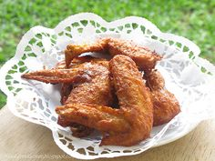 fried chicken wings are heaven to me - look at these lemongrass chicken wings!