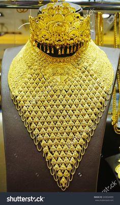 Dubai Gold Jewelry, Royal Jewelry, Gold Jewellery Design, Silver Jewelry, Antique Jewellery, Pearl Jewelry, Indian Wedding Jewelry, Indian Bridal, Jewelry Model