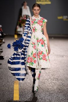 Catwalk photos and all the looks from Central Saint Martins BA Spring/Summer 2015 Ready-To-Wear London Fashion Week