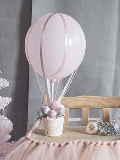 Hot-air Balloon Decor - New Deko Sites Baby Shower Balloons, Birthday Balloons, Baby Shower Themes, Baby Boy Shower, Hot Air Balloon Centerpieces, Balloon Decorations, Baptism Decorations, Birthday Decorations, Deco Buffet