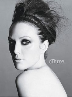 Behind the Scenes at Julianne Moore's Allure November 2010 Photo Shoot: Despite stormy weather, Julianne Moore was radiant during her cover shoot with photographer Tom Munro at a penthouse apartment in New York City's Chelsea neighborhood. See outtakes here, and for our exclusive interview with the actress.