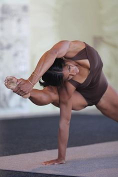 Visvamitrasana: flying warrior.