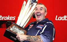 Phil Taylor - Ladbrokes World Darts Championship Phil Taylor claims sweet title with defeat of Michael van Gerwen.saw this on 60 minutes sports! Play Darts, Darts Game, Phil Taylor Darts, Michael Van Gerwen, Professional Darts, In His Steps, Latest Sports News, Photo A Day, Darts