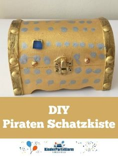 treasure chest DIY treasure chest – all pirates will be happy to tinker with it! … you will find more pirate i Party Giveaways, Pirate Birthday, Christmas Party Invitations, Treasure Chest, Handicraft, Diy For Kids, Christmas Fun, Pirates, Wilde 13